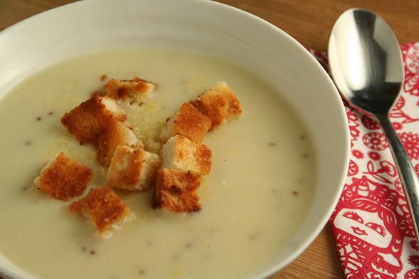 cauliflower-and-cheese-soup