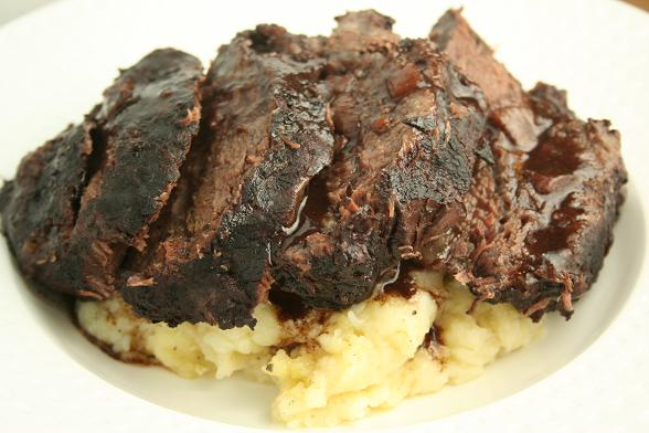 ox-cheeks-with-mashed-potato