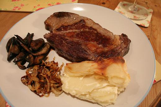 steak_and_dauphinoise_potatoes.JPG