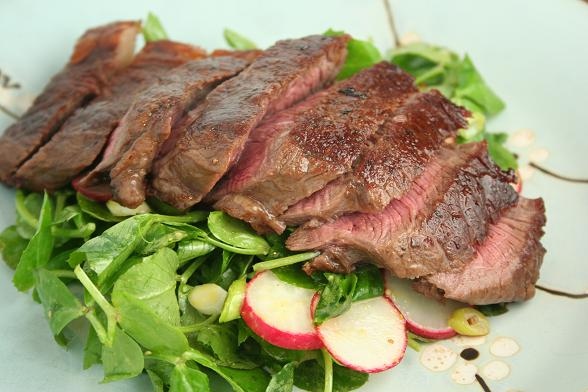 Teriyaki steak with pea shoot salad, Recipe by Dinnerdiary - Petitchef